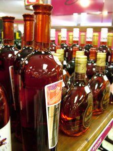 Bouteilles de liqueur comme pour faire l'élixir du suedois